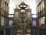 Altar und Taufbecken